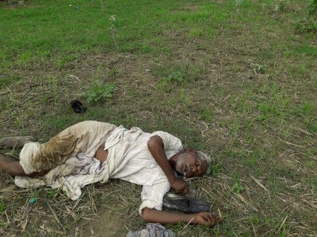 नवगछिया थाना क्षेत्र के तेतरी बाजार में रेलवे लाइन के किनारे से अज्ञात वृद्ध का शव बरामद