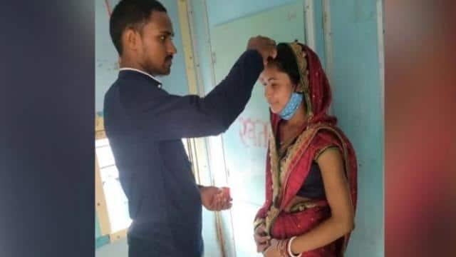 भागलपुर : चलती ट्रेन में टॉयलेट के सामने शादीशुदा महिला की मांग में प्रेमी ने भरा सिंदूर