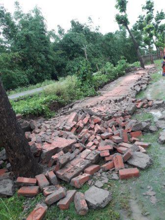 नवगछिया : बनिया में विद्यालय की चारदीवारी लगभग 150 फीट क्षतिग्रस्त