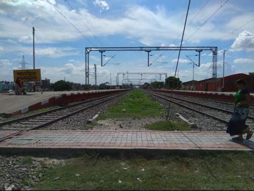 नवगछिया : कैपिटल एक्सप्रेस ट्रेन से टकराने से युवती हुई घायल
