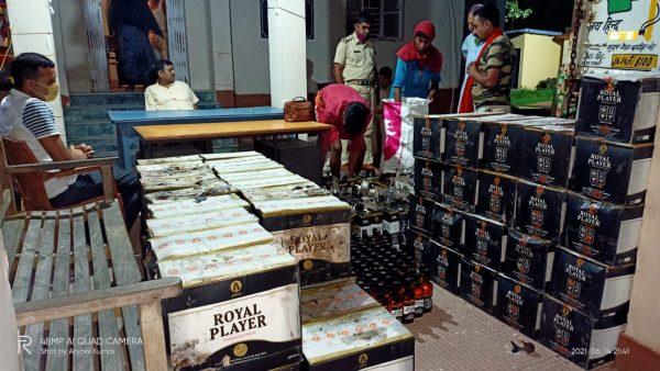 नवगछिया : पिकअप और एक ट्रक से 2000 लीटर से भी अधिक विदेशी शराब बरामद