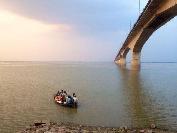 भागलपुर में गंगा नदी पर बने विक्रमशिला पुल के दो पिलर में हेयर क्रैक देखा गया.