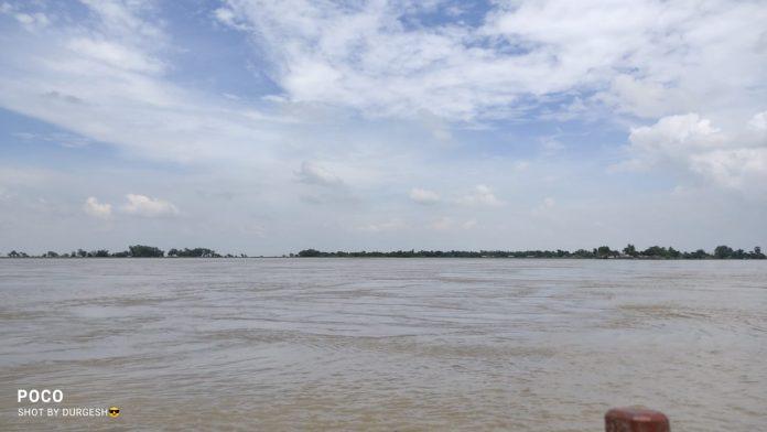 नवगछिया : इस्माईलपुर-बिंद टोली के बीच स्पर संख्या नौ पर दो कनीय अभियंता नदी में बहे