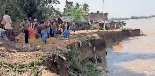 नवगछिया : खरीक के मैरचा में फिर शुरू हुआ कटाव 8 घर कोसी नदी में समाए